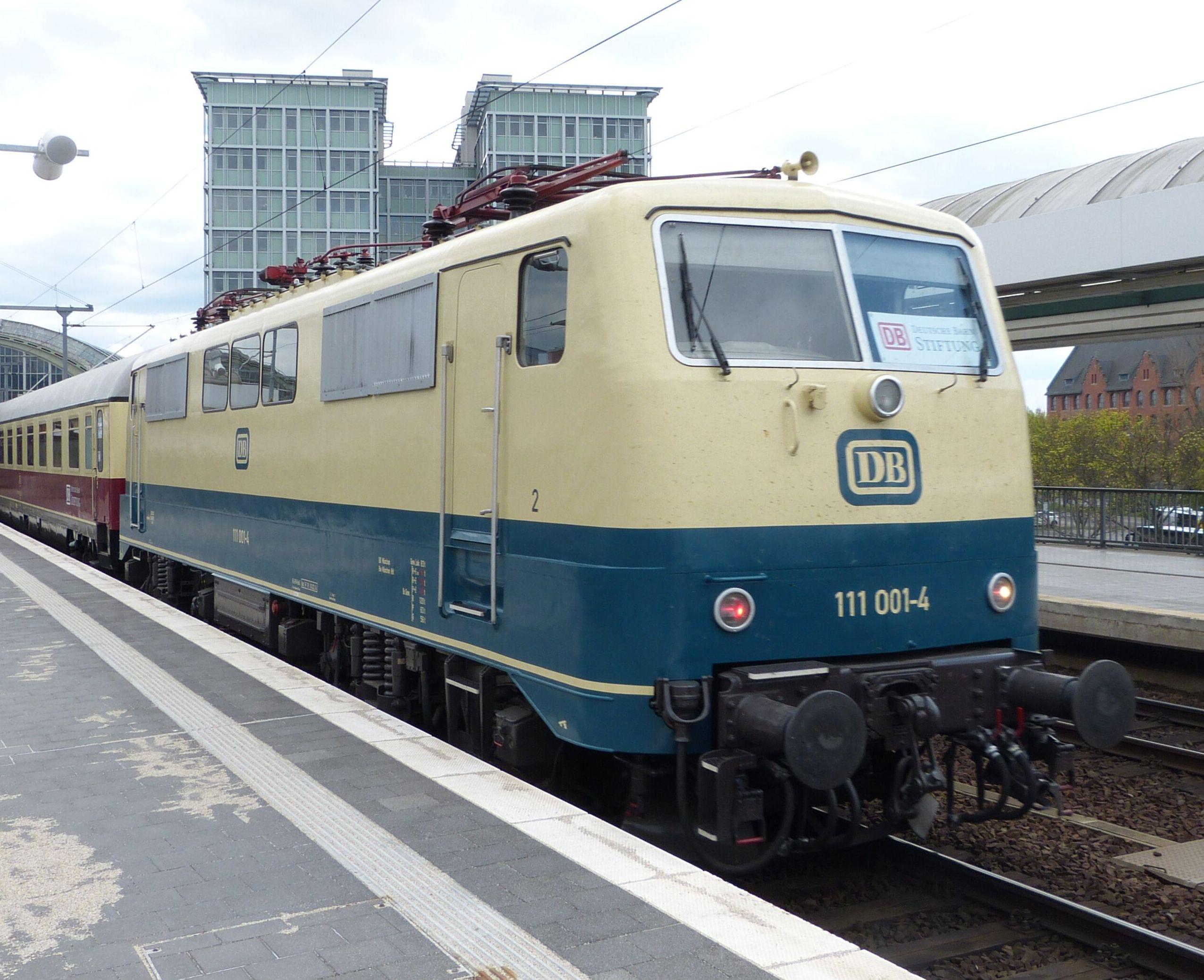 Elok 111 001 in Berlin Ostbahnhof, 2015