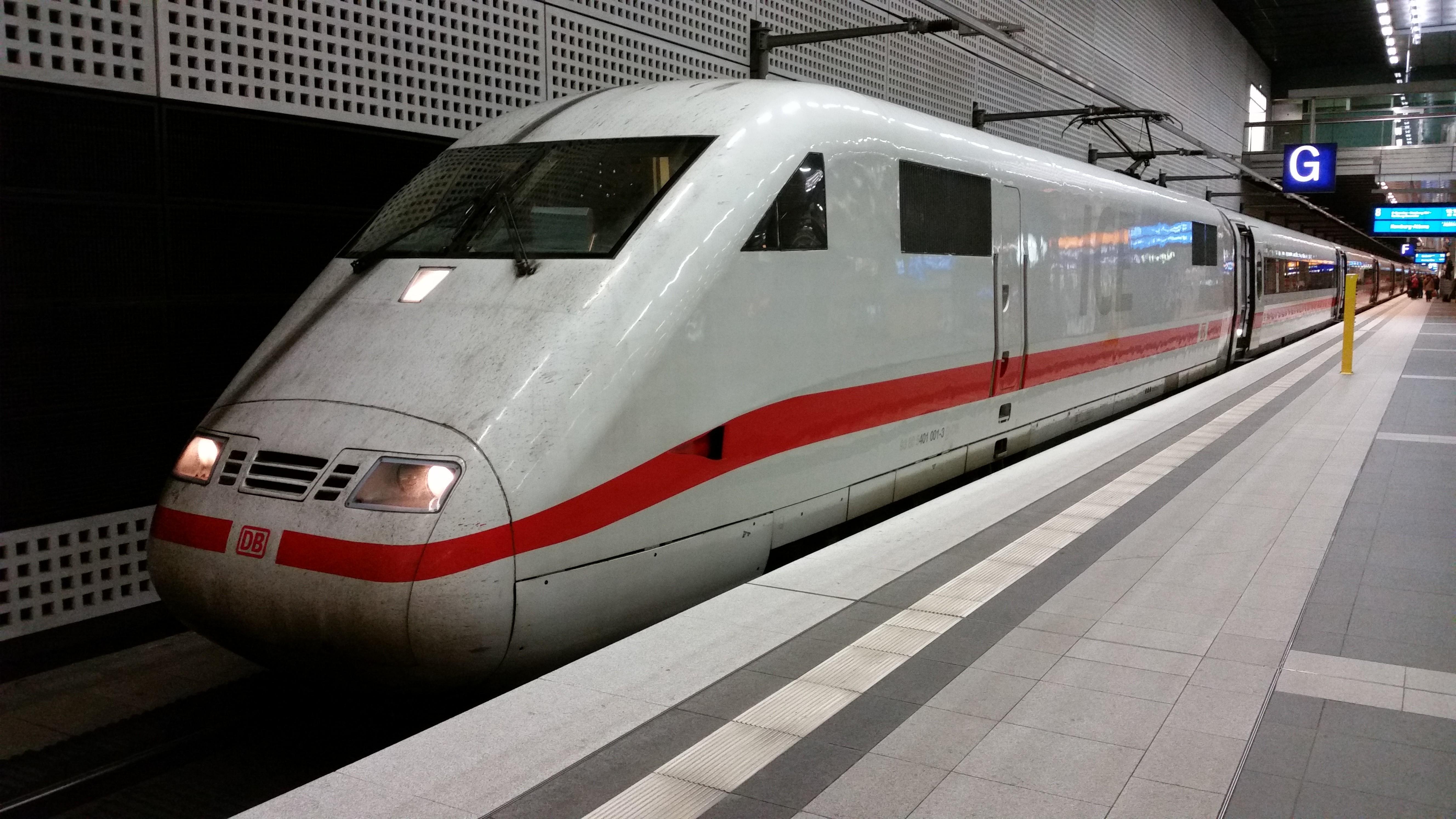ICE 401 001 im Berliner Hbf, 2014