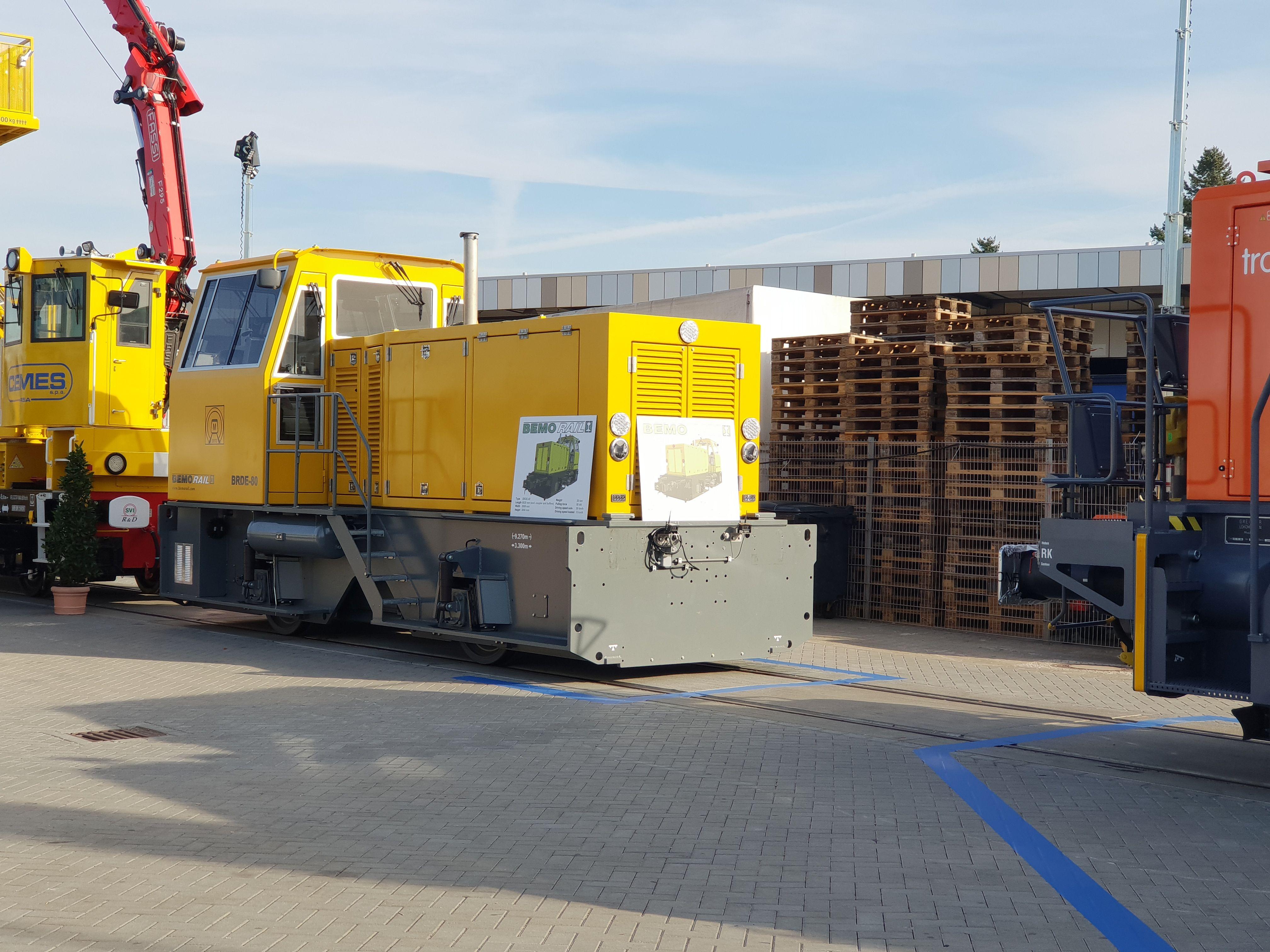 Foto: Lok BRDE-80 von BEMORail auf der Berliner Innotrans 2018
