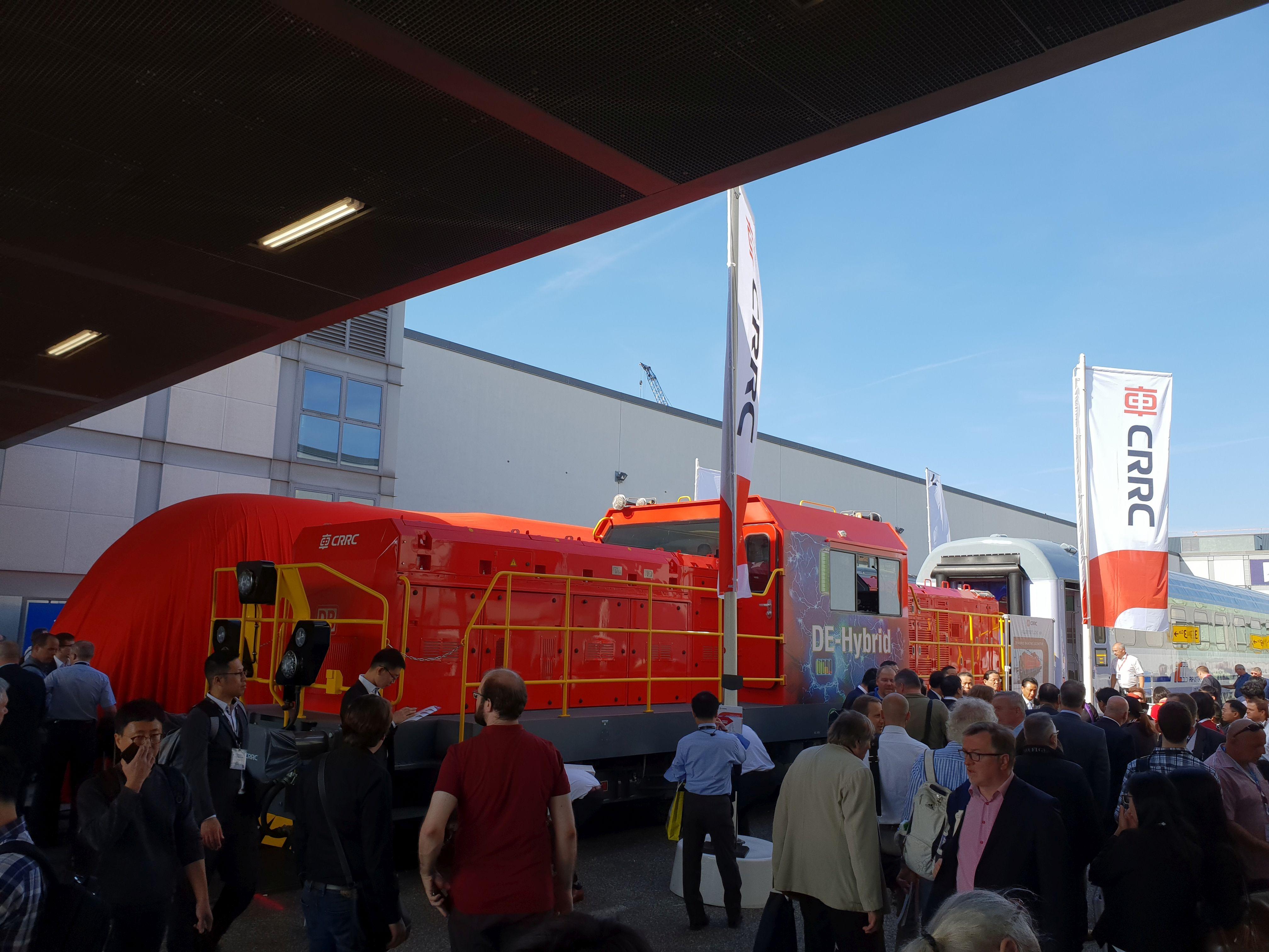 Foto: Hybridlok von CRRC für die DB auf der Berliner Innotrans 2018
