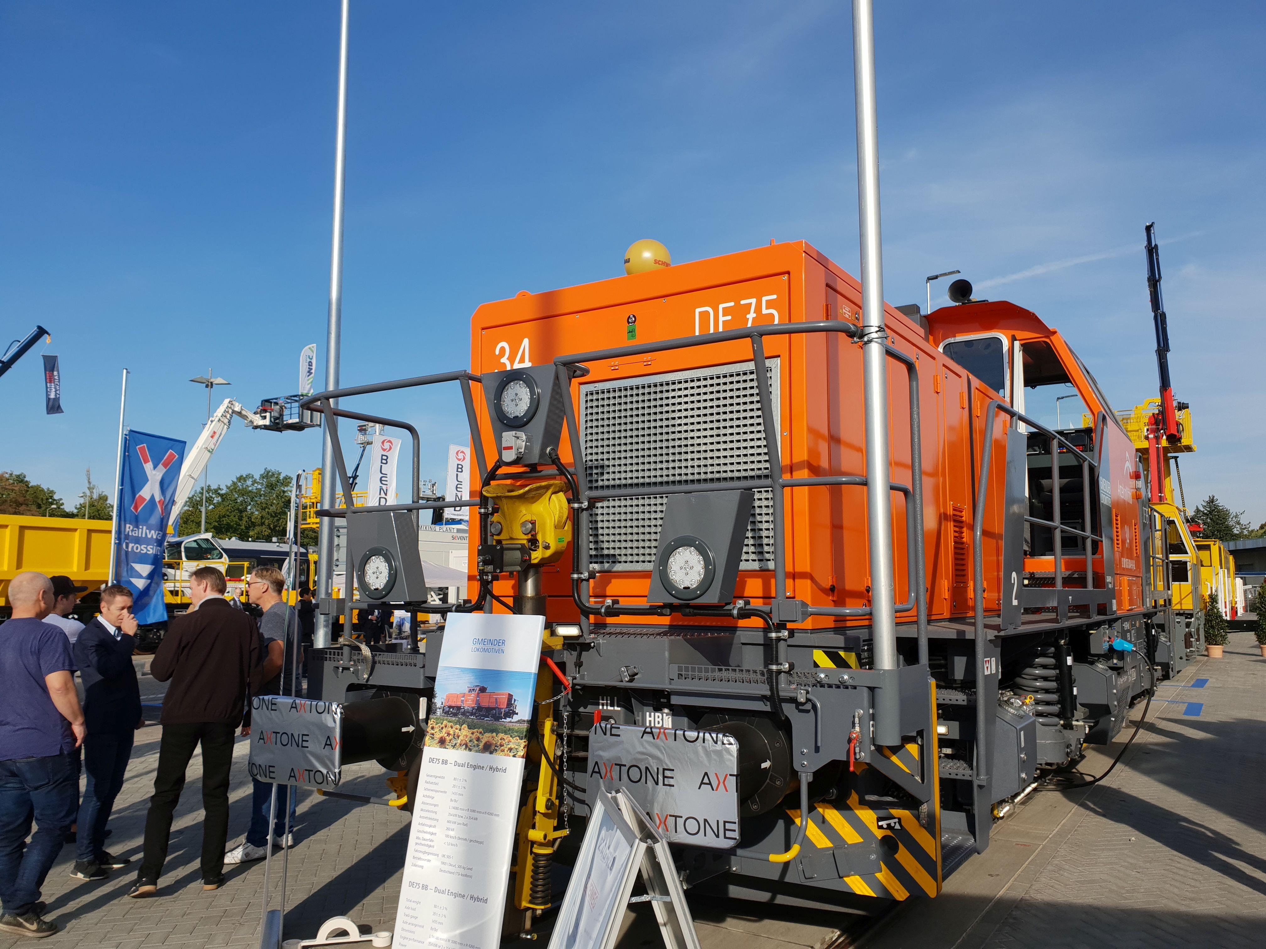 Foto: Gmeinder Diesellok DE75 Hybrid auf der Berliner Innotrans 2018